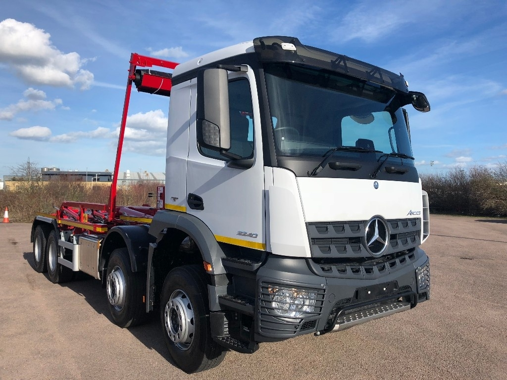 Mercedes-Benz Arocs 3240K Hook Loader