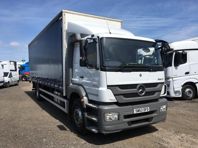 MERCEDES-BENZ AXOR 1829L 26ft Curtainside with tuckaway tail lift