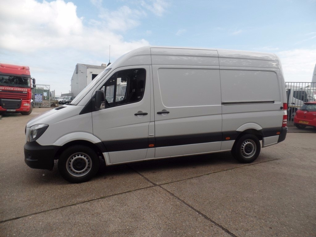 Mercedes benz sprinter 314cdi mwb high roof panel van euro 6 for Mercedes benz sprinter rental price