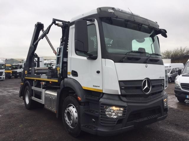Mercedes-Benz Antos 1824L Euro 6 Skip Loader