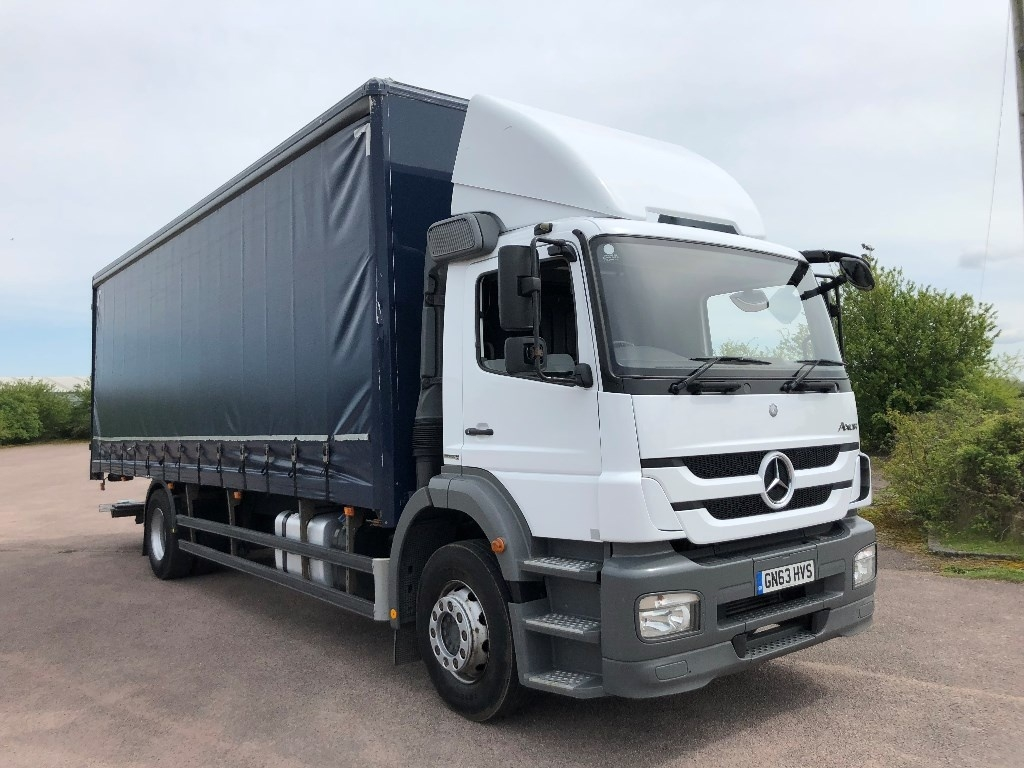 Mercedes-Benz Axor 1824L 27ft Curtainsider